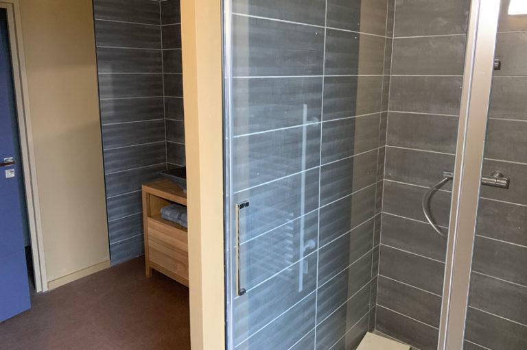 gite-maison-chauvet-chambre-denise-salle-de-bains